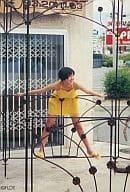 Hirosue Ryoko / Yellow dress / whole body / both hands, both legs spread